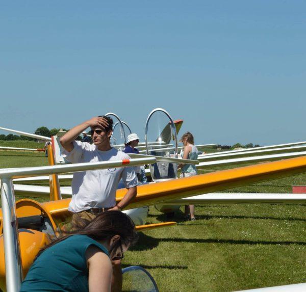 rassemblement de planeurs en attente de décollage